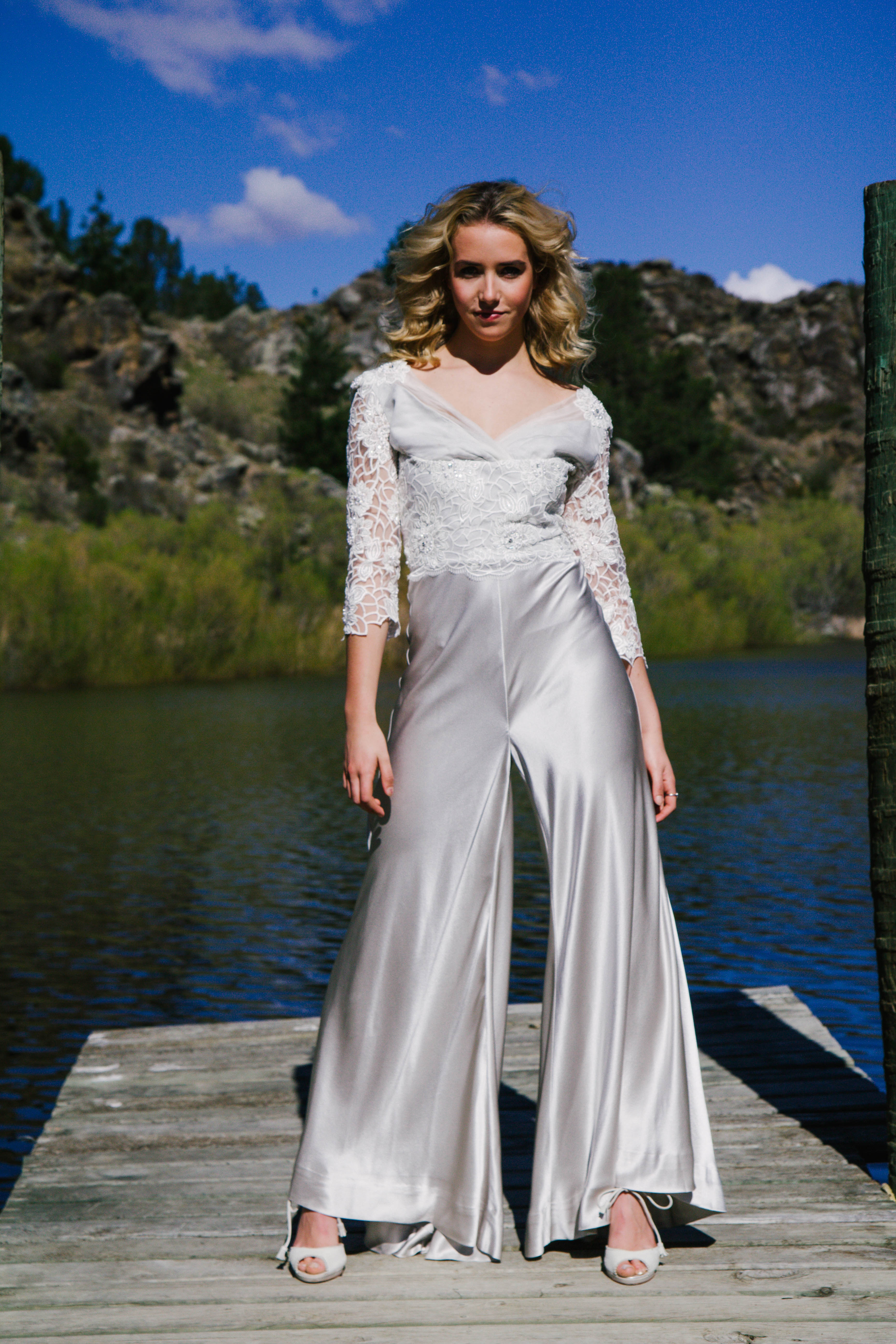 Margaret Wray is a collection of contemporary wedding dresses inspired by a love of beautiful fabrics and timeless vintage patterns.