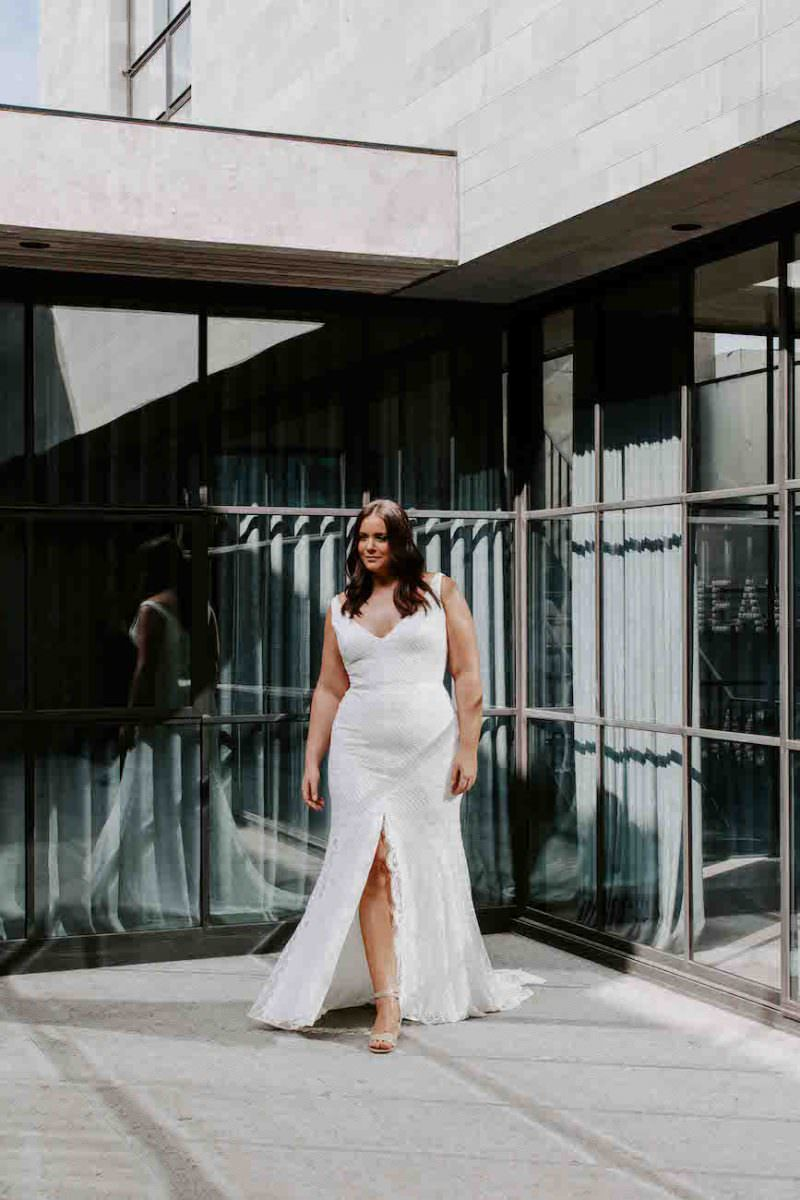 Karen-Willis-Holmes-Bobby-Curve-wedding-dress