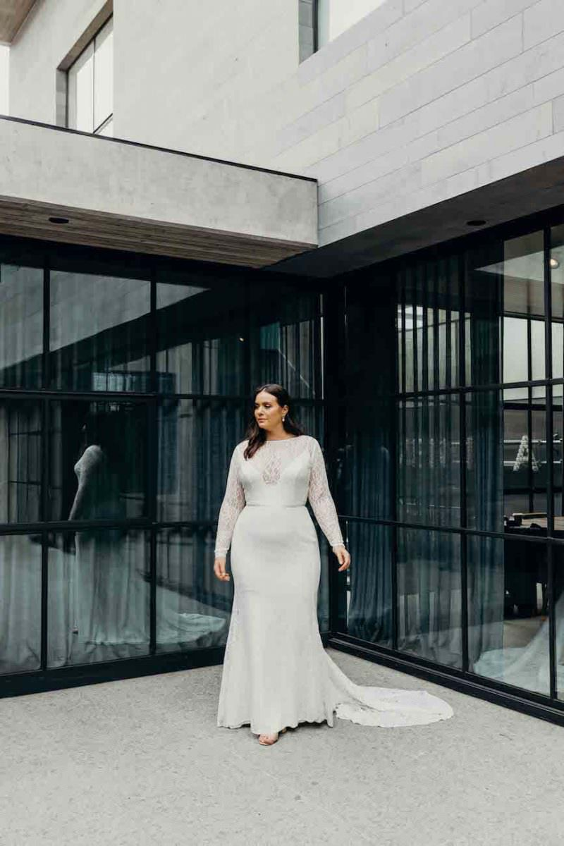 Karen-Willis-Holmes-Karina-Curve-wedding-dress