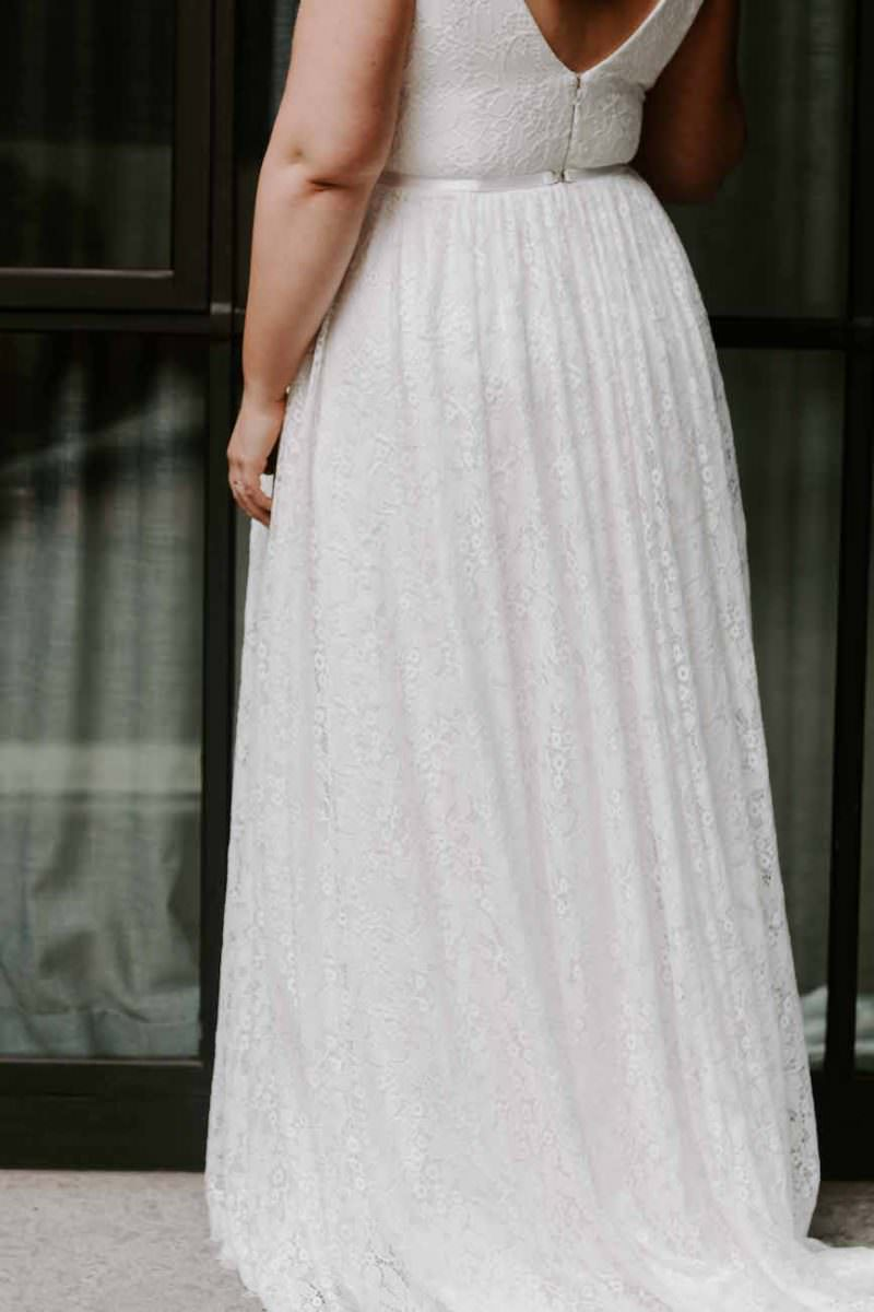 Karen-Willis-Holmes-Nadia-Curve-wedding-dress