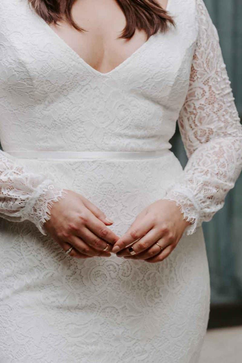 Karen-Willis-Holmes-Valencia-Curve-wedding-dress