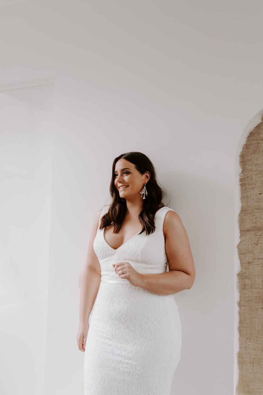 Karen-Willis-Holmes-Valencia-Curve-wedding-dress